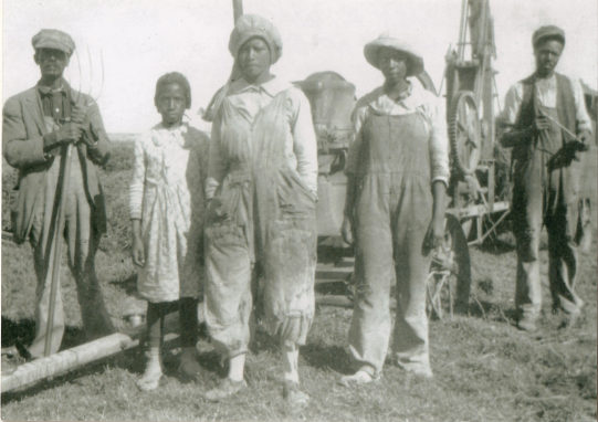 Citizens of Blackdom, New Mexico, ca. 1920s. Loney K. Wagoner, the three daughters of Joseph and Harriet Smith, and unknown man. Courtesy Historical Society for Southeast New Mexico.